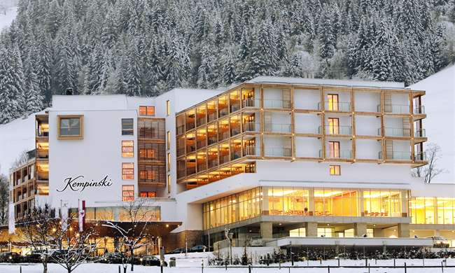 https://holidaytime.com.ua/wp-content/uploads/2016/08/kempinski-hotel-das-tirol-20.jpg